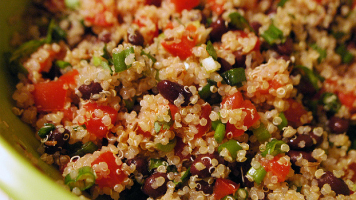 Quinoa with Black Beans and Tomatoes – Canela's Kitchen